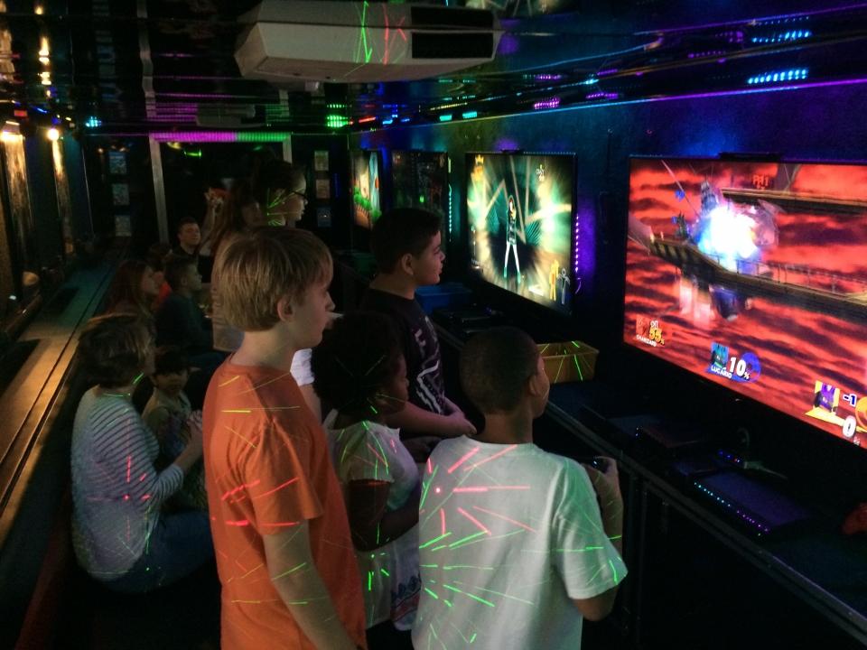 Supreme Party Machine - Mobile Game Theater